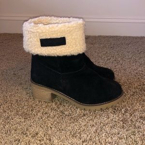 Heeled booties with faux fur
